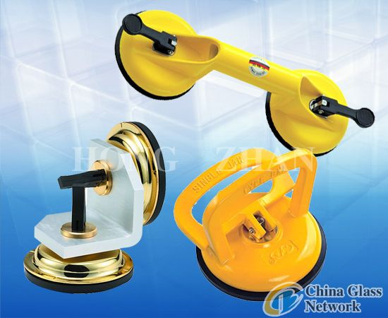 Suction lifter for glass