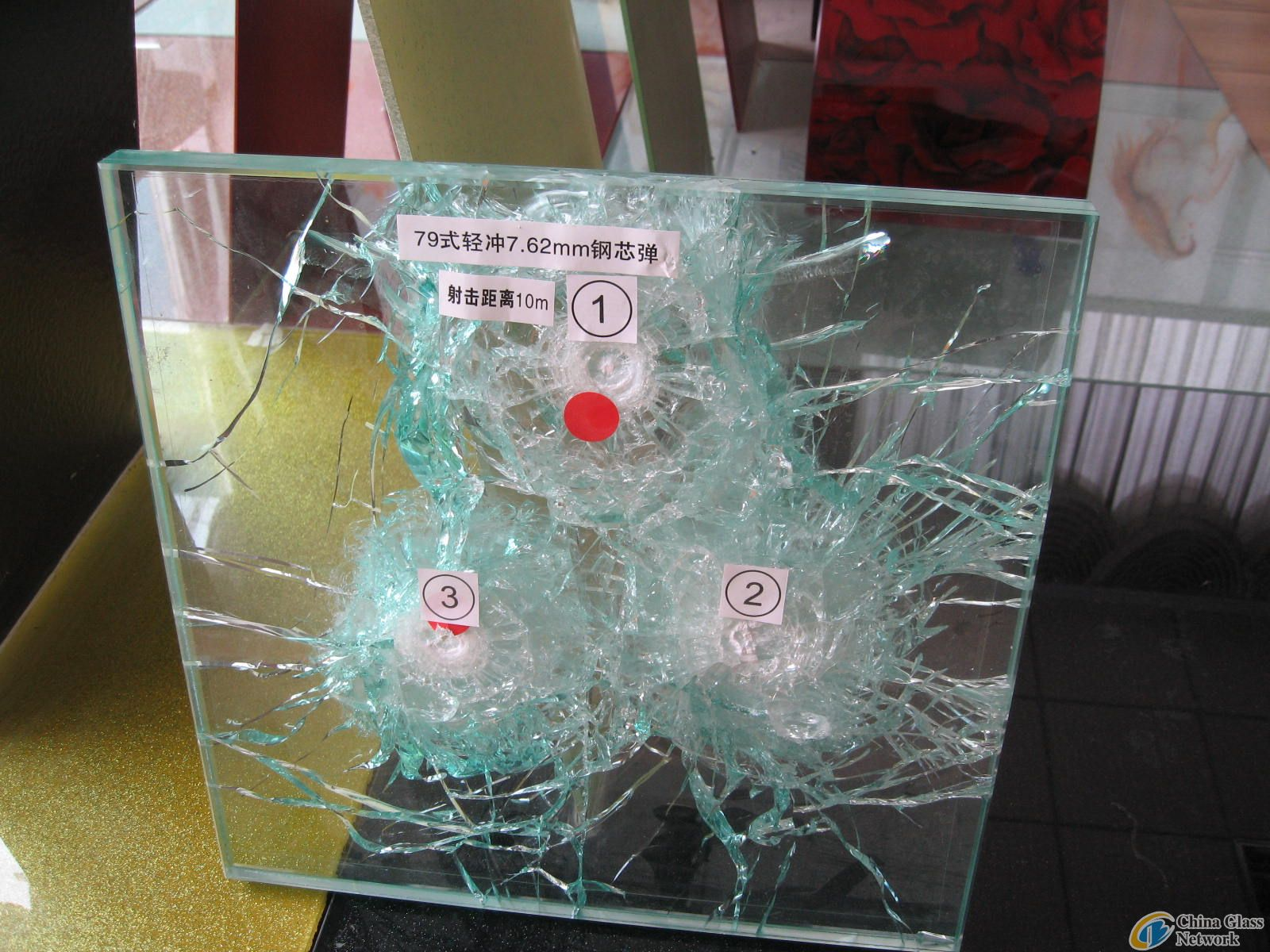 Bullet proof glass (flora.aode at gmail dot com)
