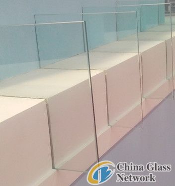 clear float glass.