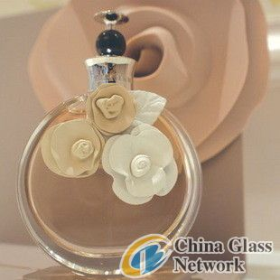 JGP-007 100ml brand name glass perfume bottle with plastic flower