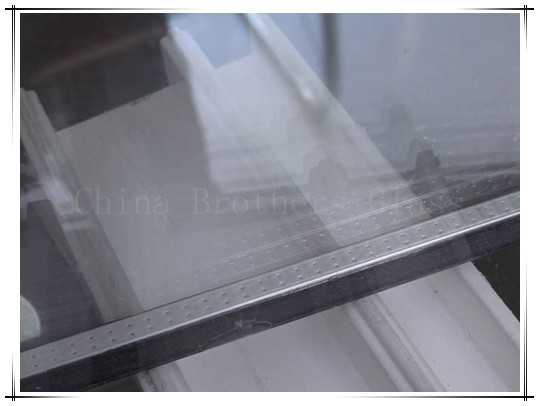 Low e vacuum insulated glass