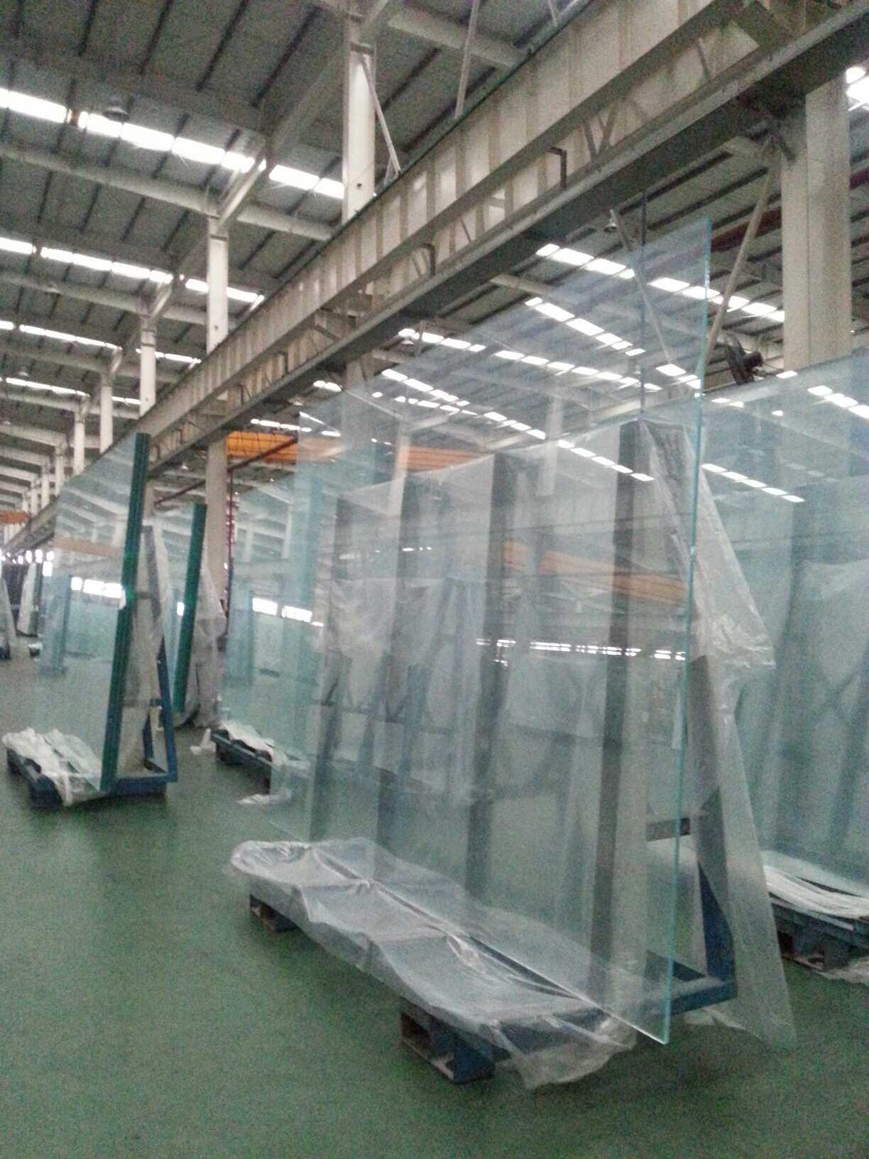 Good quanlity low iron glass 3mm,3.2mm,4mm,5mm,6mm,8mm,10mm,12mm,15mm,19mm