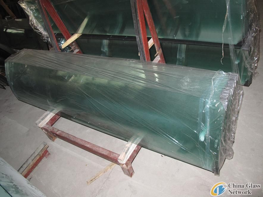 tempered glass -shower doors