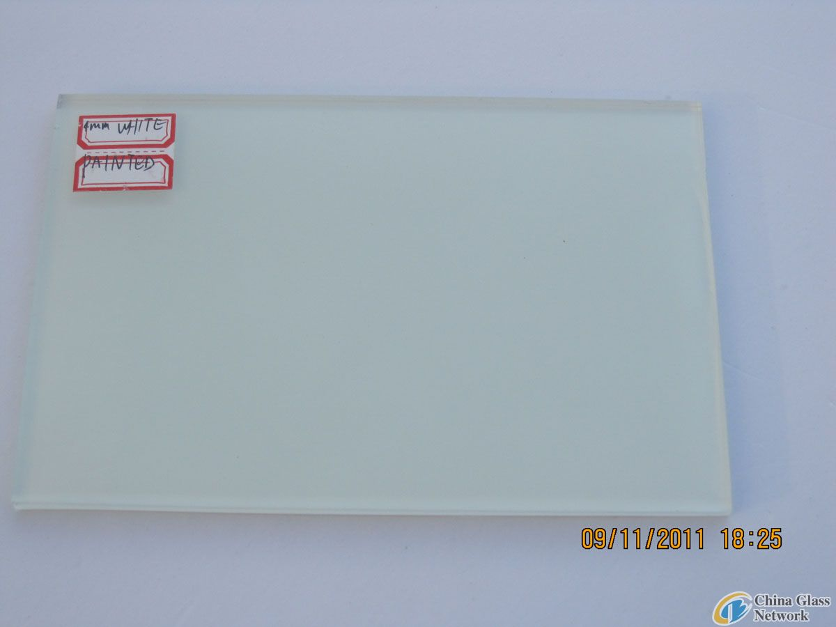 WHITE PAINTED GLASS (RAL9010) WITH SAFETY VINYL BACK (CSI CERTIFICATION: AS/NZS 2208:1996
