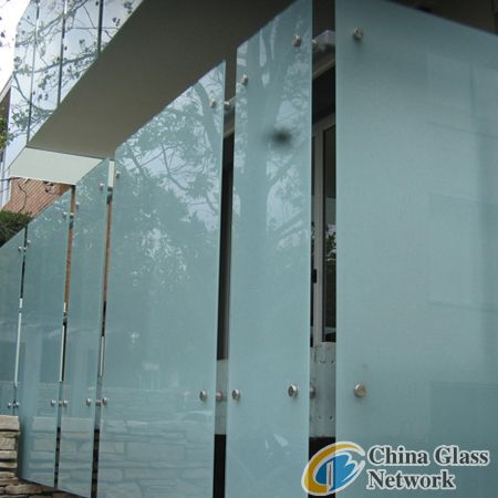 Coloured laminated glass
