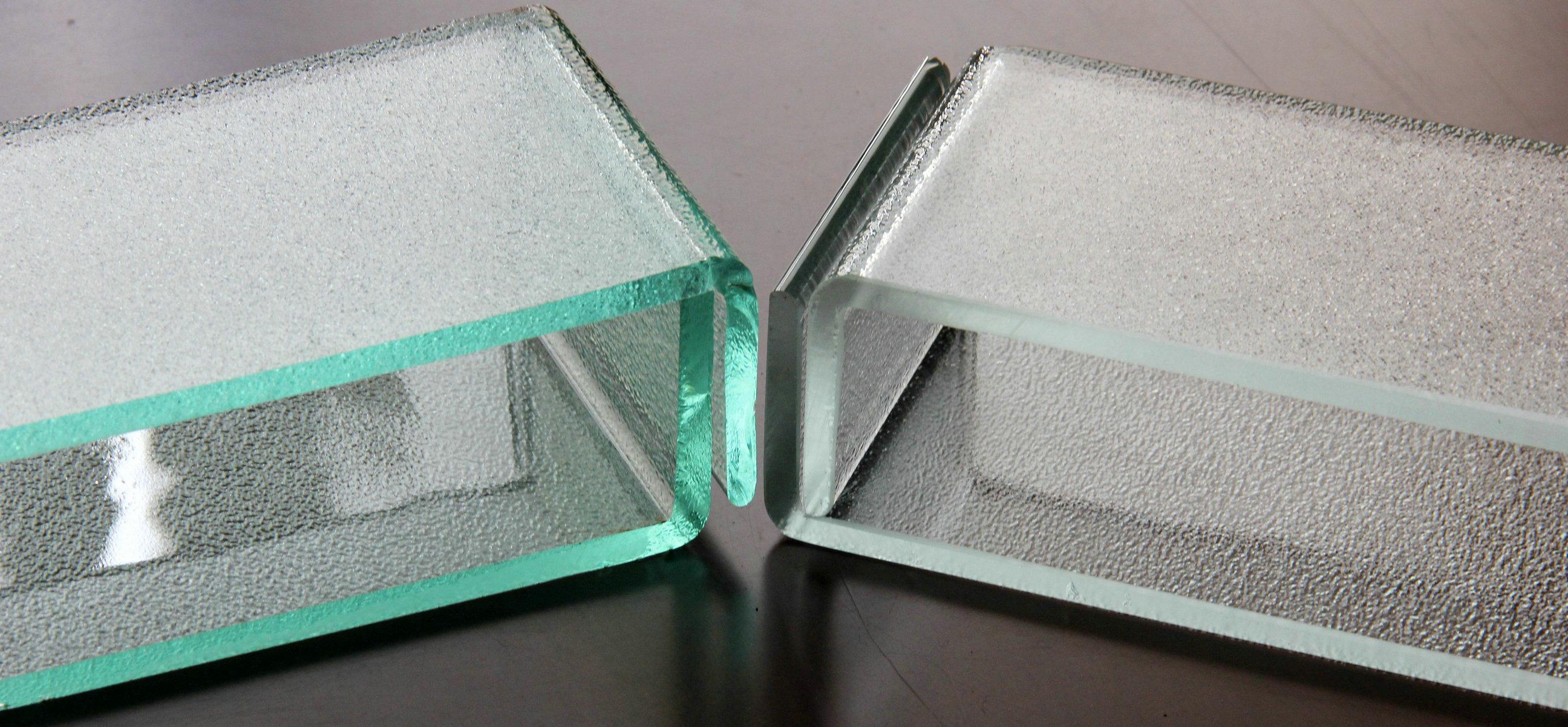 U Glass