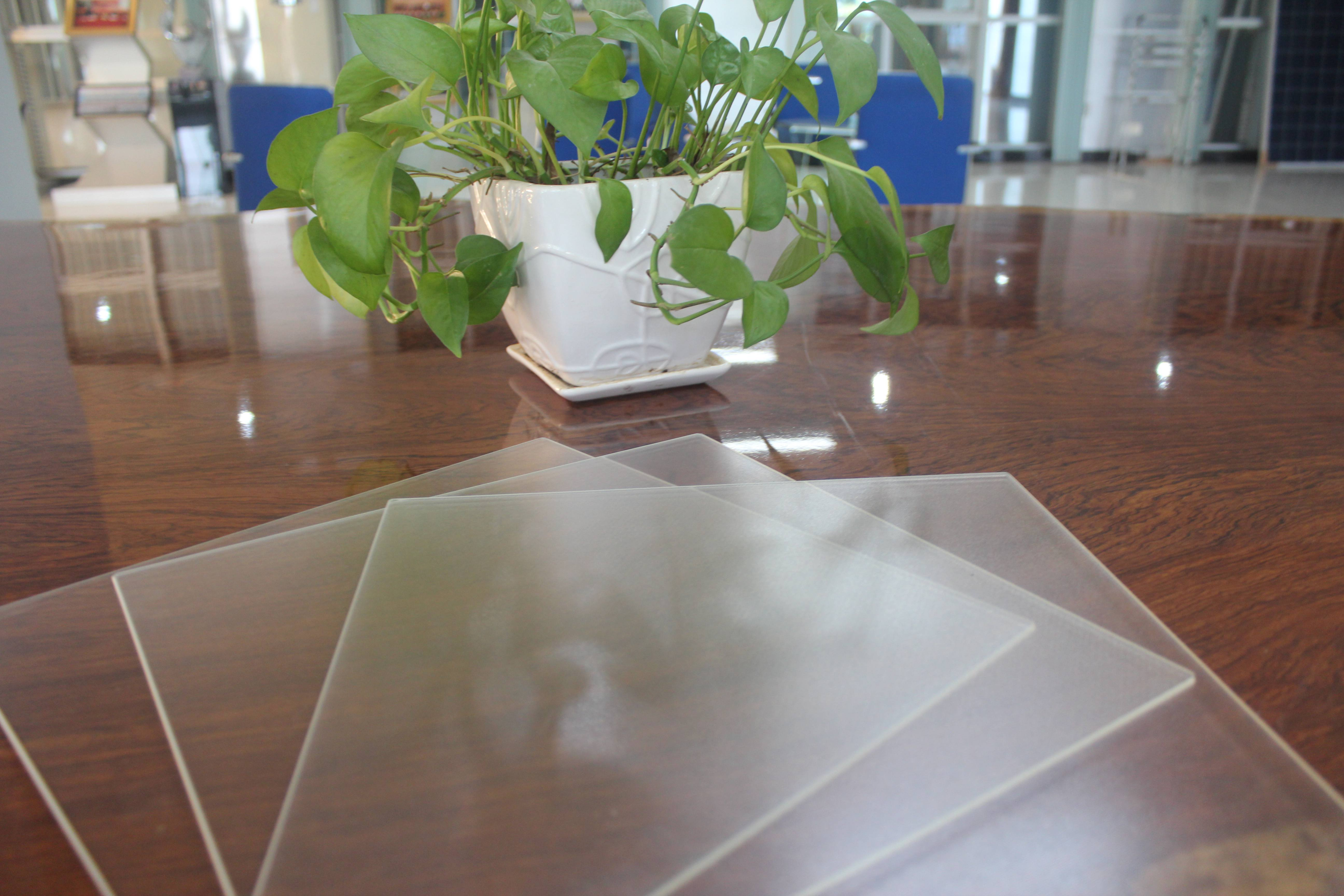 AR Coating Low Iron Ultra Clear Patterned Tempered Solar Glass