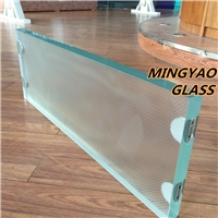Anti-slip glass floor